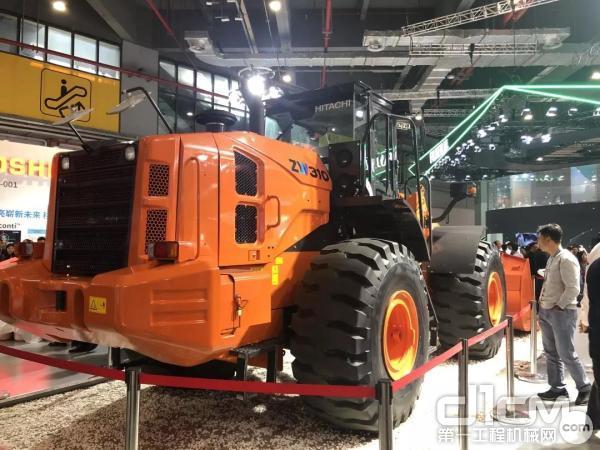 日立建机展出的新型ZW310-5A轮式<a href=http://product.d1cm.com/zhuangzaiji/ rel=