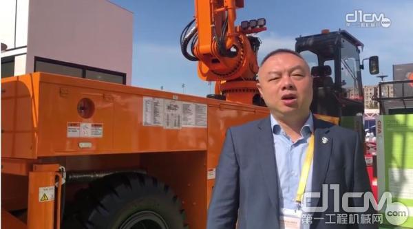 中联重科营销公司总经理助理、华东分公司副总经理史伟志在接受第一工程机械网记者采